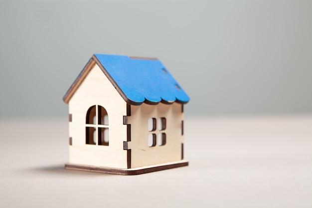 Drewniany dom. kupowanie koncepcji domu
