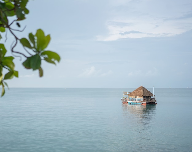 Drewniany dom na wodzie