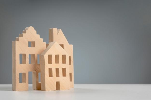 Drewniany dom pod wysokim kątem