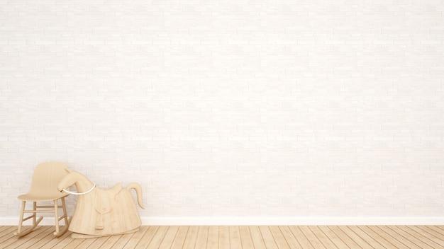 Drewniany koń na biegunach i biała kamienna dekoracja ścienna w pustym pokoju