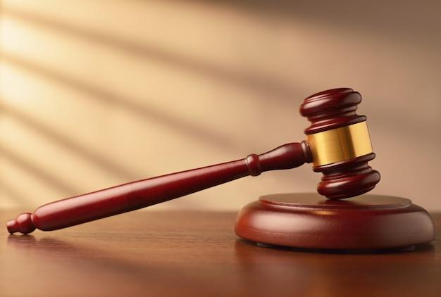 Drewniany licytator lub sędzia młotek licytacyjny