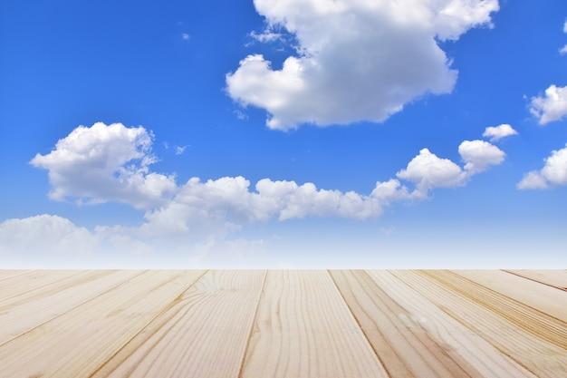 Drewniany montaż błękitne niebo