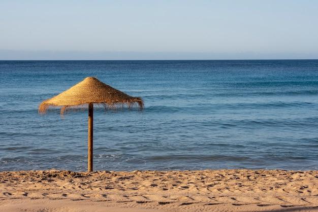 Drewniany parasol plażowy