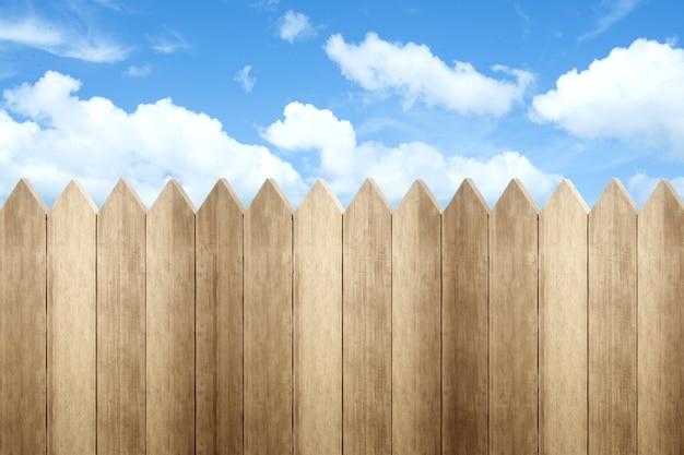 Drewniany płot z niebieskim niebem