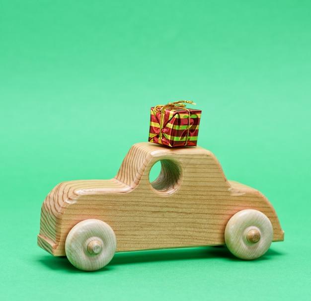 Drewniany samochód dla dzieci