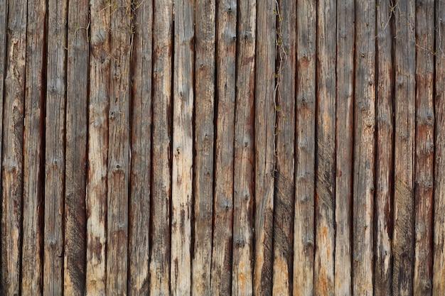 Drewniany stary brązowy płot. strzał zbliżeniowy