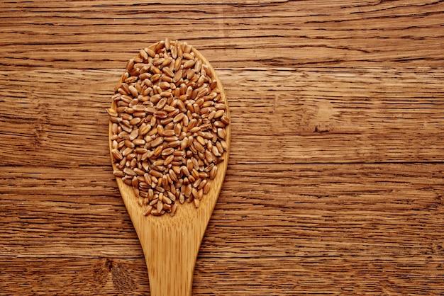 Drewniany stół kuchnia produkty tło drewna. zdjęcie wysokiej jakości