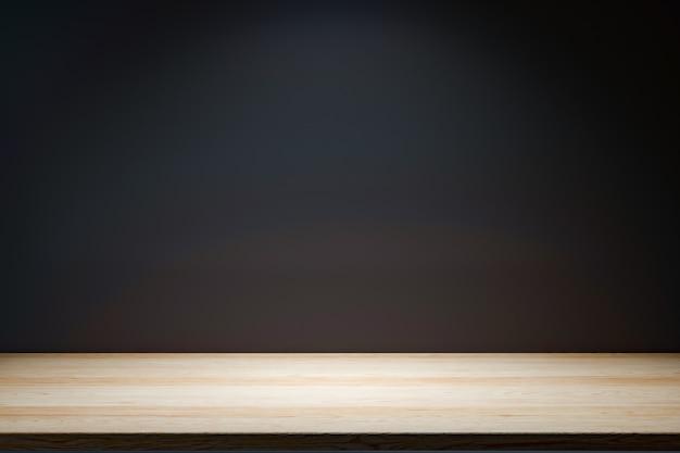 Drewniany stół na czarnej ścianie