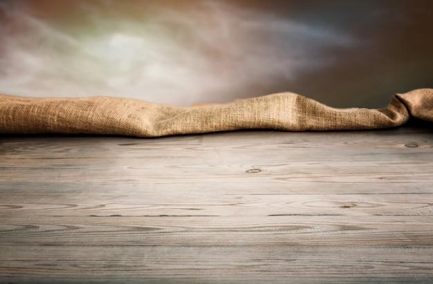 Drewniany stół z tłem