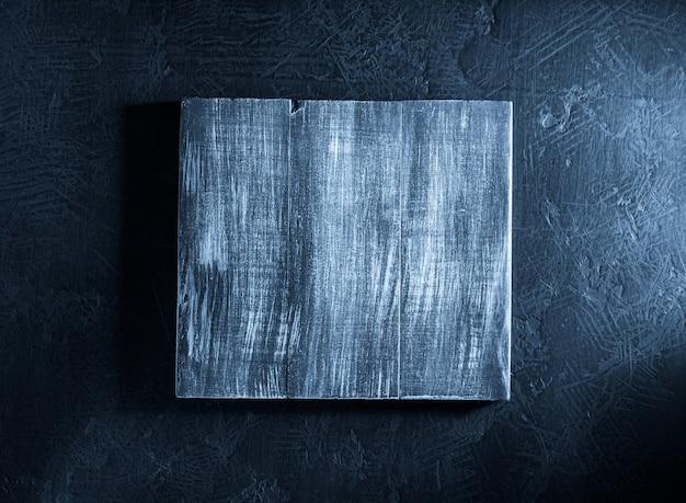 Drewniany szyld na czarnym tle tekstury