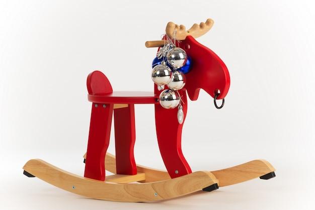 Drewniany zabawkowy fotel bujany czerwony łoś amerykański