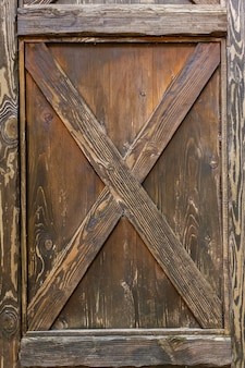 Drewniany zamek, zabytkowe drewniane drzwi, brązowe drzwi, tekstura, tło.