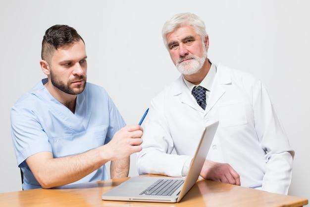 Drewniany zespół medyczny chirurg medyczny