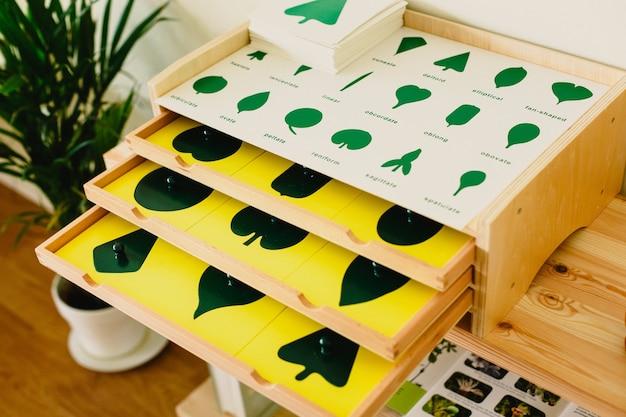 Drewno montessori do nauki dzieci i dzieci w szkole