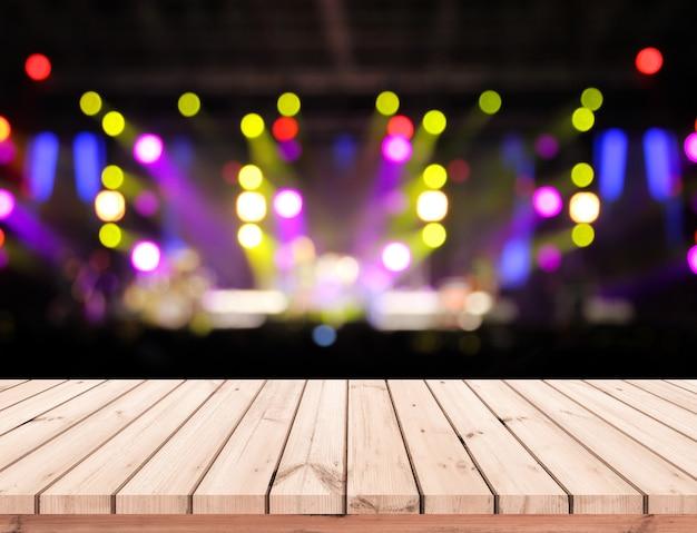 Drewno stołowa lub drewniana podłoga z abstrakcjonistyczną sceną zaświecamy bokeh tło dla produktu pokazu