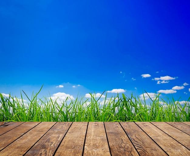 Drewno teksturowane tła we wnętrzu pokoju na tle pola nieba