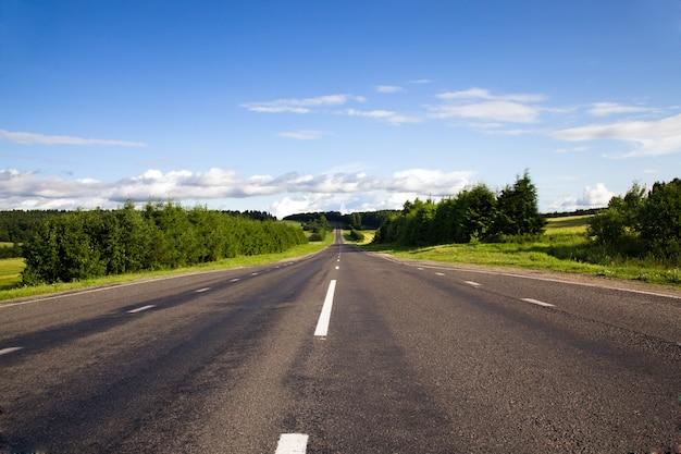 Droga asfaltowa latem