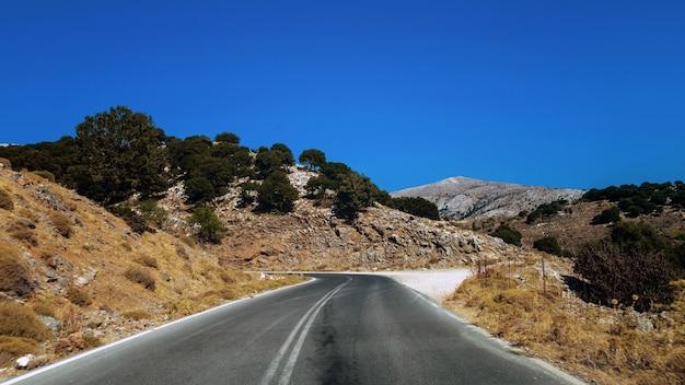 Droga między morzem a górami na krecie w grecji