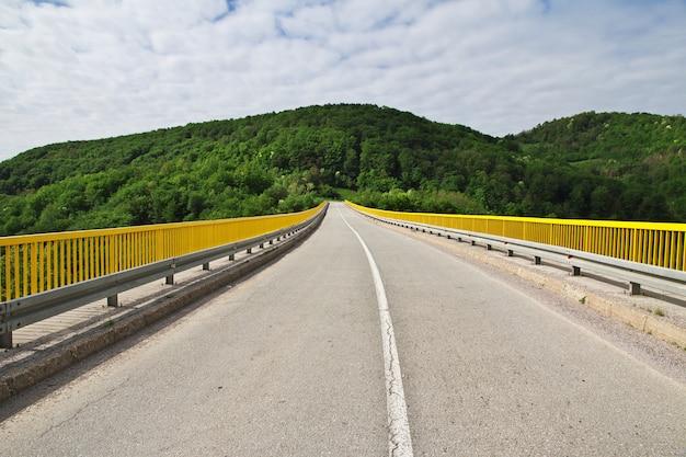 Droga w bałkańskich górach, serbia