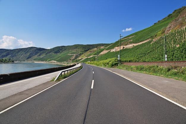 Droga w dolinie renu w zachodnich niemczech