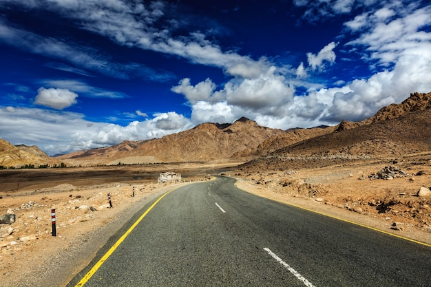 Droga w himalajach. ladakh, indie
