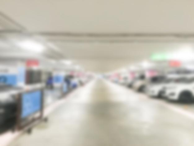 Droga wewnątrz parkingu