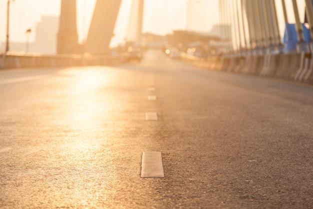 Droga z oświetleniem słonecznym.