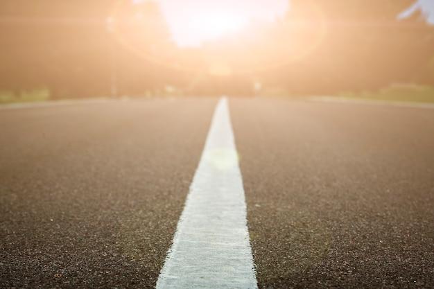 Droga Z Widokiem Na Zachód Słońca Premium Zdjęcia