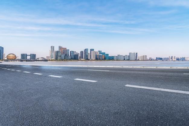 Drogi i krajobraz architektoniczny współczesnych chińskich miast