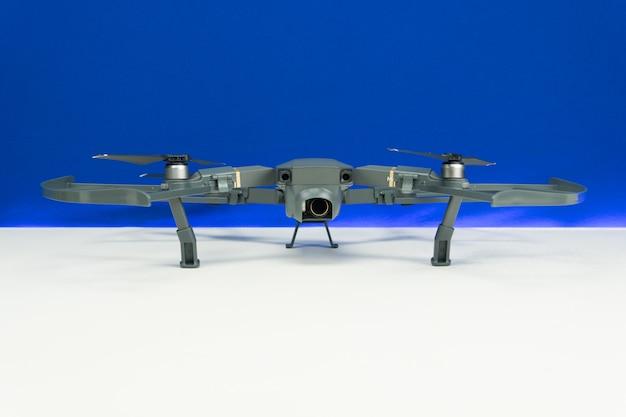 Dron mji mavic pro zbliżenie, jeden z najbardziej przenośnych dronów na rynku