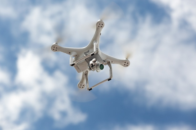 Dron quadrocoptera