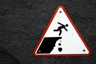Drop znak ostrzegawczy urwisko informacji