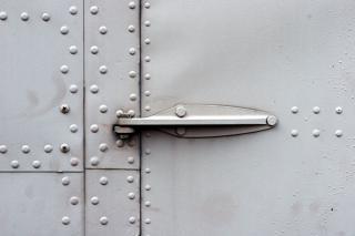 Drzwi metalowe zawiasy