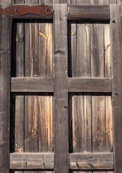 Drzwi. stary tekstura drewna. tło stare panele