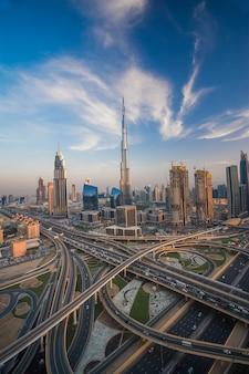 Dubai skyline wieczorem