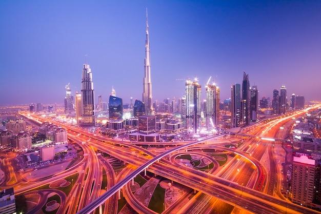 Dubaj nocy miasto