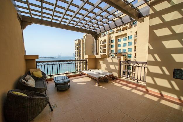 Dubaj, zea, 30 marca położony w palm jumeirah hotel fairmont the palm oferuje luksusowe zakwaterowanie ze spektakularnymi widokami. 30 marca 2017