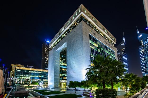 Dubaj, zjednoczone emiraty arabskie. jumeirah emirates towers, najlepszy hotel miejski w dubaju