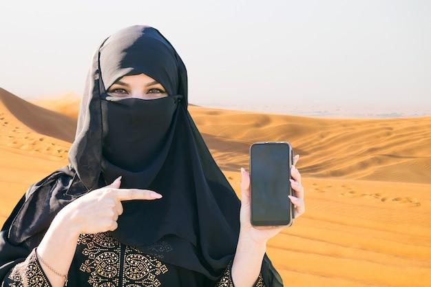 Dubaj, zjednoczone emiraty arabskie, pustynia 06.03.2020: wyścigi samochodowe. redakcyjny