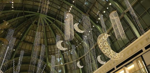 Dubaj zjednoczone maj 2021 centrum handlowe emiratów udekorowane na święto eid