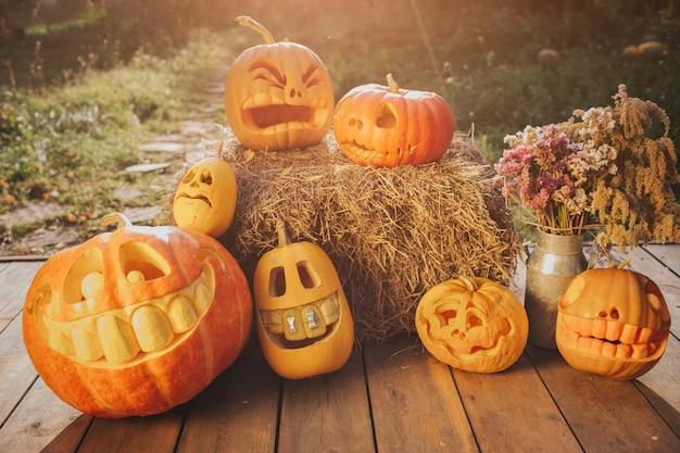 Duch banie na tle halloween