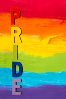 Duma gejów z koncepcja tło tęczy