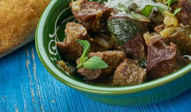 Dumbay ki nihari, pakistańskie curry z jagnięciny, bliska kuchnia pakistańska