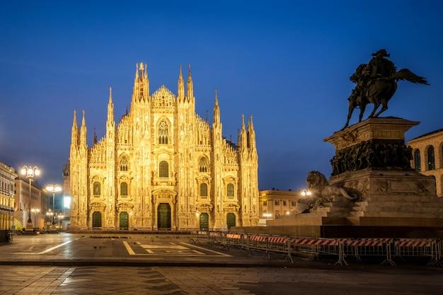 Duomo di milano (katedra w mediolanie) w mediolan, włochy