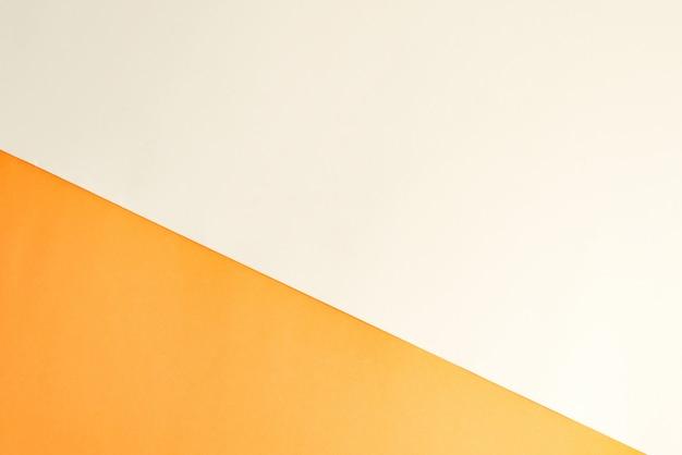 Duotone ukośne tło papercraft dla kreatywności w kolorach pomarańczowym i białym.