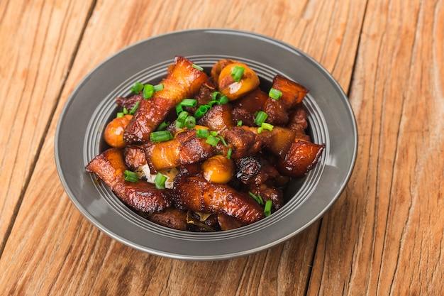 Duszona wieprzowina z kasztanami, chińskie jedzenie