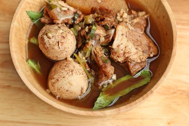 Duszona zupa wieprzowa z klopsikami