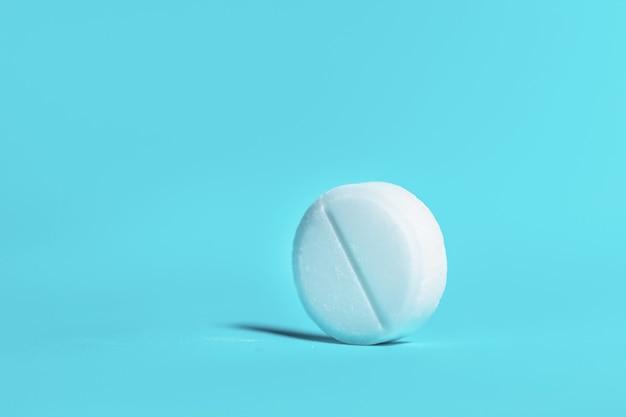 Duża biała tabletka