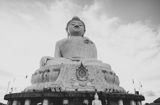 Duża buddha statua w phuket