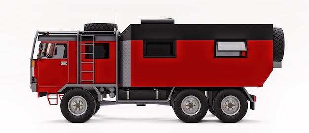 Duża czerwona ciężarówka przygotowana do długich i trudnych wypraw w odległe rejony